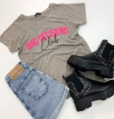 T-Shirt Bad Decisions Club | Cor: Cinza