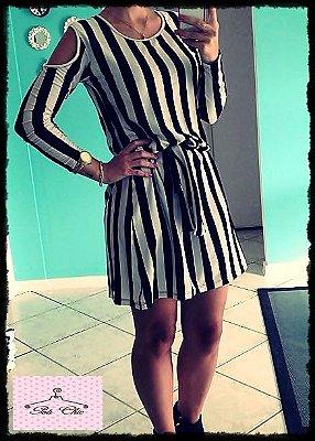 Vestido Stripes | Listras Branco & Preto – Ombro Vazado