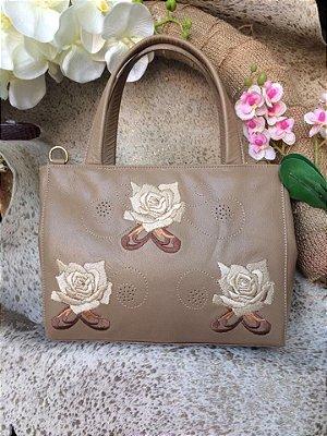 Bolsa em couro com bordado