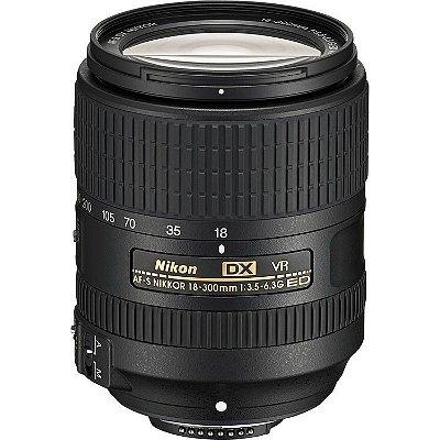 Lente Nikon AF-S DX NIKKOR 18-300mm f/3.5-6.3G ED VR com Parasol Nikon HB-39