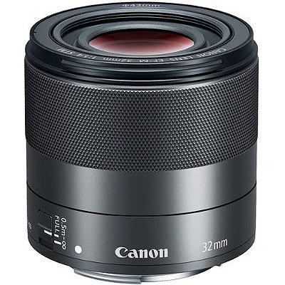 Lente Canon EF-M 32mm f/1.4 STM com Parasol Canon ES-60