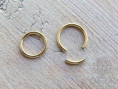 Argola Segmentada Aço Anodizado Dourado