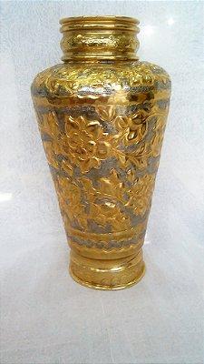 Vaso de cobre banhado esculpido manualmente