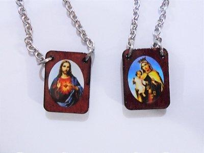 Escapulário em madeira, corrente metal Sagrado Coração de Jesus e Nossa Senhora do Carmo - A dúzia - Cód.: 2994