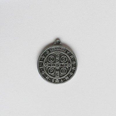 Medalha de São Bento em níquel - 2 cm - Pacote com 20 peças - Cód.: 7871