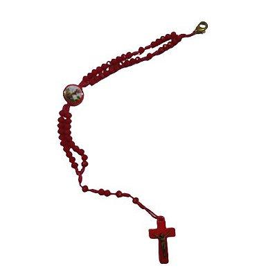 Terço Pulseira de Acrílico com Entremeio Resinado de São Jorge na Cor Vermelha - O Pacote com 6 peças - Cód.: 8974