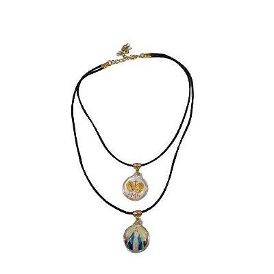 Gargantilha com Dois Cordoẽs e Medalhas em Acrílico com Nossa Senhora das Graças e Medalha Milagrosa - O Pacote com 6 peças - Cód.: 8519