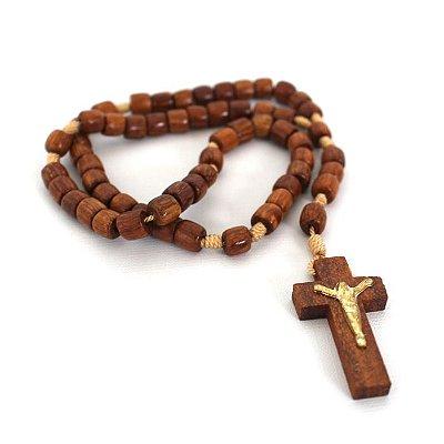 Terço em madeira marrom, cruz com cristo - A Dúzia - Cód.: 9718