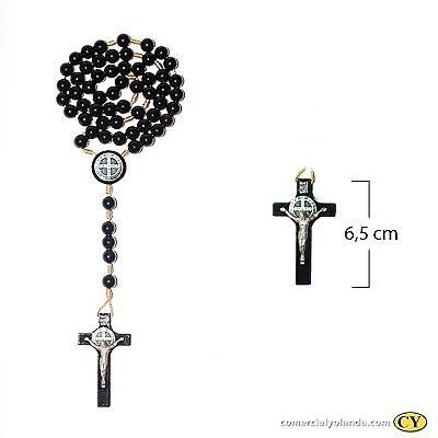 Terço São Bento, cruz e entremeio em madeira resinada, contas em plástico - O pacote com 3 peças - Cód.: 8044
