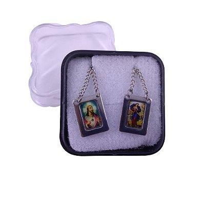Escapulário com moldura e corrente em aço inox e foto colorida Sagrado Coração de Jesus e Nossa Senhora Desatadora de Nós -O Pacote com 6 unidades - Cód.: 8848