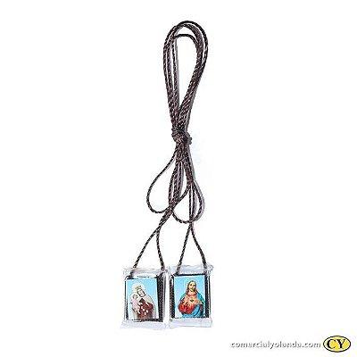 Escapulário com cordão de nylon e foto plastificada, Sagrado Coração de Jesus e Nossa Senhora do Carmo - Pacote com 50 peças - Cód.: 1968