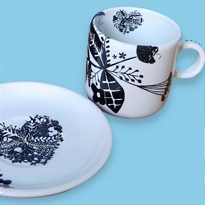 Xícara de chá com pires - by Thais Mor