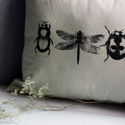 Almofada insetos