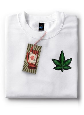 Camiseta Bordada Cannabis