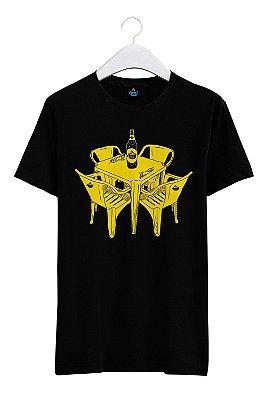 Camiseta Estampada Mesa de Bar