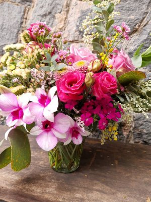 Um pequenino Vaso com Flores Variadas