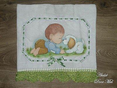 Fralda de Passeio Pintada para meninos (Bebê brincando com cãozinho)