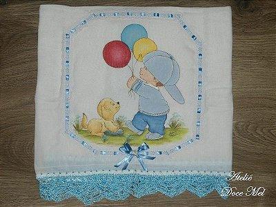 Fralda de Passeio Pintada para Meninos (Bebê brincando com bexigas)