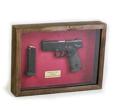 Quadro Retro Pistola PT 24/7 Taurus Calibre 9mm Parabellum - Fundo Vermelho