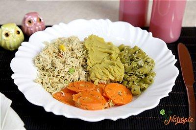 FIT02 - Frango desfiado e refogado com jardineira de legumes, purê de batata doce e brócolis refogado ao azeite e alho
