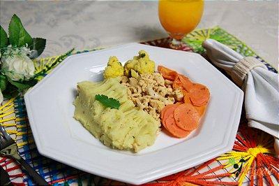FIT03 - Iscas de frango grelhado com orégano, purê de batata doce, couve-flor na mostarda e cenoura refogada