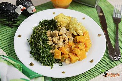 BC05 - Iscas de frango com ervas finas e couve-flor refogada na mostarda com abóbora e couve-manteiga refogadas com azeite de oliva extra-virgem e alho