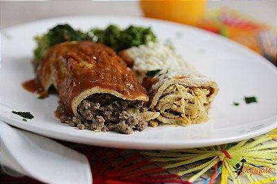 M01 - 1 Panqueca com carne de patinho moído ao sugo e 1 Panqueca com frango desfiado ao molho branco + Brócolis refogado ao azeite e alho