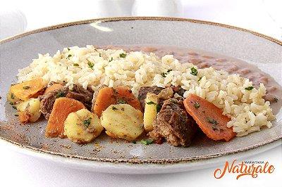 AC06 - Guisado bovino (carne cozida com batata doce + cenoura), arroz integral e feijão