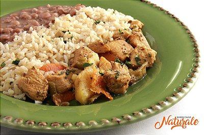 AC28 - Ensopado de frango com legumes (cenoura, vagem e batata doce), arroz integral e feijão