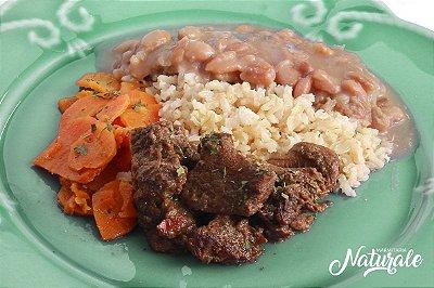 AC86 - Carne de Panela com molho do cozimento mais encorpado, arroz integral, feijão e cenoura refogada