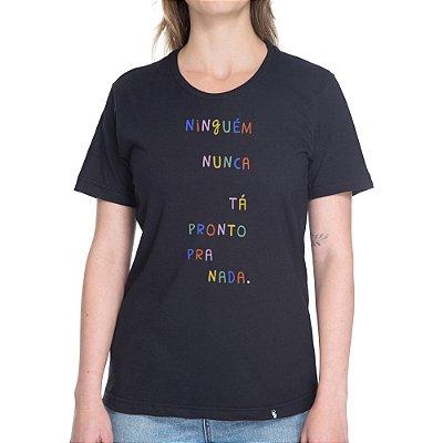 Ninguém Nunca Tá Pronto Pra Nada - Camiseta Basicona Unissex