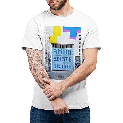 Amor, Existe, Resiste - Camiseta Basicona Unissex