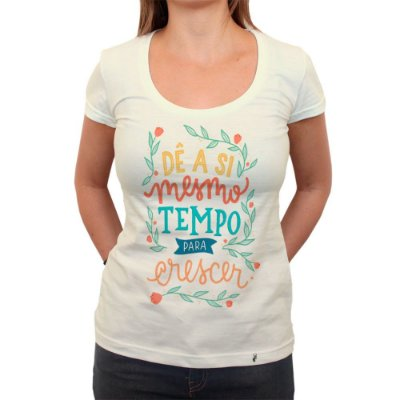 Dê a Si Mesmo Tempo Para Crescer - Camiseta Clássica Feminina