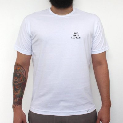 MINI TIPO BUT FIRST COFFEE - Camiseta Clássica Masculina
