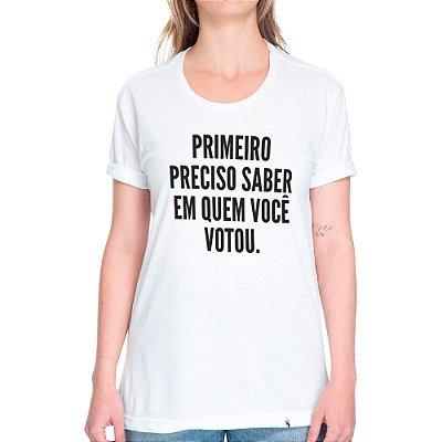 Primeiro Preciso Saber Em Quem Você Votou - Camiseta Basicona Unissex