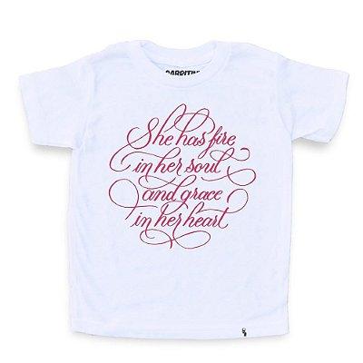 She Has Fire - Camiseta Clássica Infantil