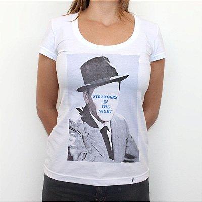 Strangers In The Night - Camiseta Clássica Feminina