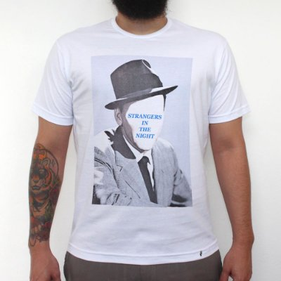 Strangers In The Night - Camiseta Clássica Masculina