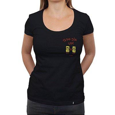 Todo Dia um 7 a 1 - Camiseta Clássica Feminina