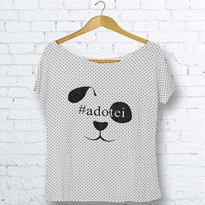 T-Shirt Canoa  Branca com Bolinhas Pretas Cachorro #Adotei Feminino