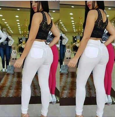 Calça Jeans Branca colada no corpo com Strech