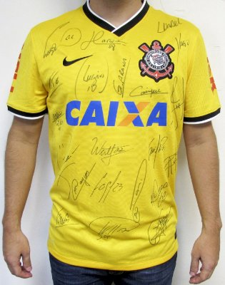 Camiseta do CORINTHIANS autografada pelo time