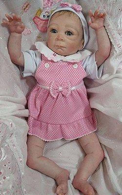 Bebê reborn menina com 50 cm e 1,36 kg. Cabelos pintados e enraizados no topo (combo). Acompanha vários acessórios