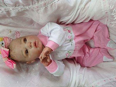 Bebê reborn menina,  com 48 cm e 1,65 kg aproximadamente. Cabelos pintados, enraizados no topo (combo)