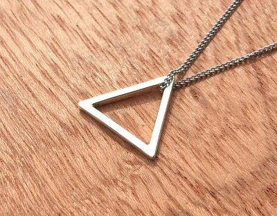 Colar Masculino Aço Inox Pingente Prata Triângulo - Cod C125