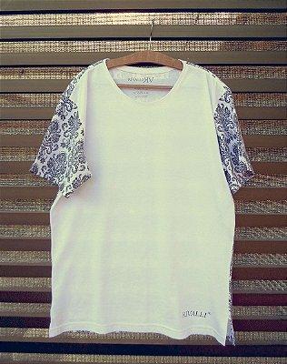 Camiseta Masculina com Estampa Arabesco