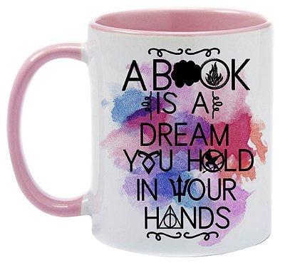 Caneca Bookstagram -  Um livro é um sonho que você segura em suas Mãos