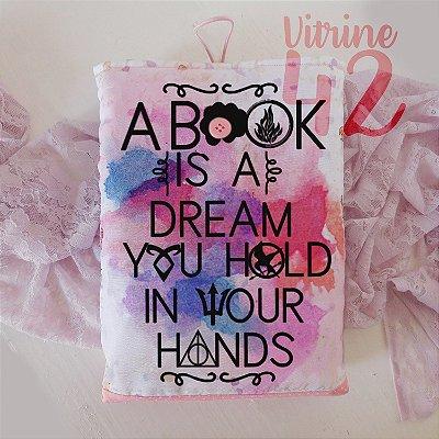 Capa Tipo Luva para Livro - Um livro é um Sonho que você segura em suas Mãos