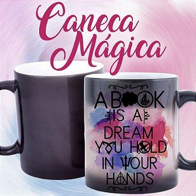 Caneca Mágica - Bookstagram - Um livro é um sonho que você segura em suas Mãos