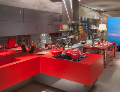 Cozinha Master Planejada com Ilha e Portas Linha Color - Linha Premium - MM Móveis Planejados